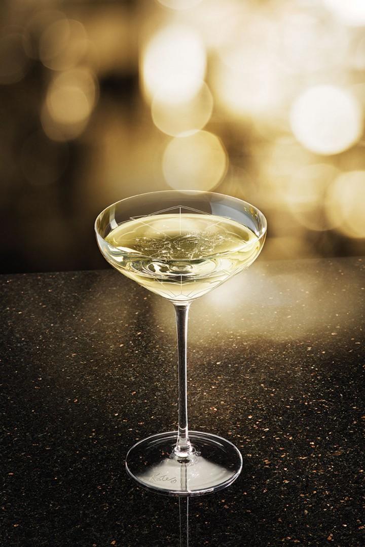 Boire dans le sein de kate moss oh my luxe - Une coupe de champagne ...