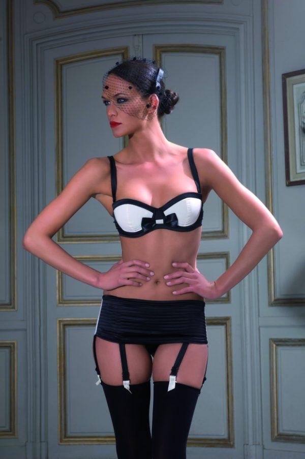 maison-close-cabaret-smoking-soutien-gorge-push-up-string-ceinture-porte-jarretelles