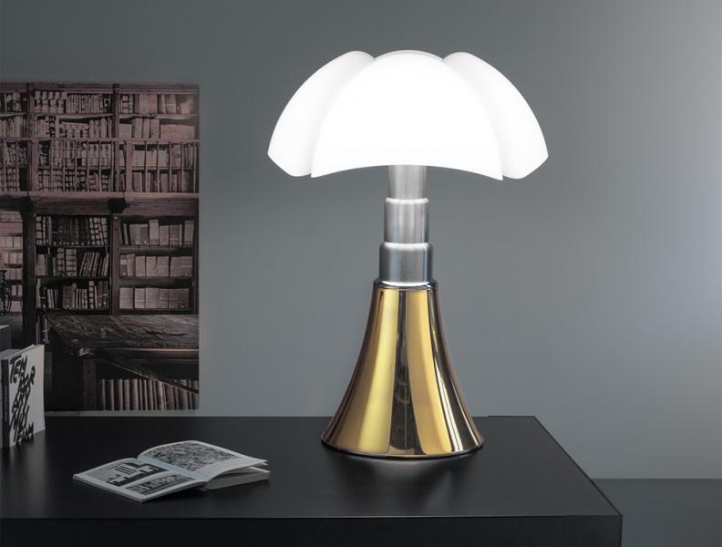la lampe pipistrello f te ses 50 ans oh my luxe. Black Bedroom Furniture Sets. Home Design Ideas