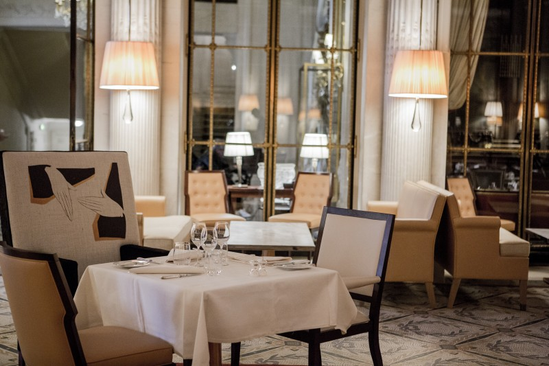 meurice-restaurant-le-dali-fauteuil