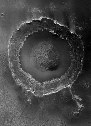 guerlain-exposition-matieres-terre-Meridiani-Planum-large-et-jeune-cratère-Xavier-Barral