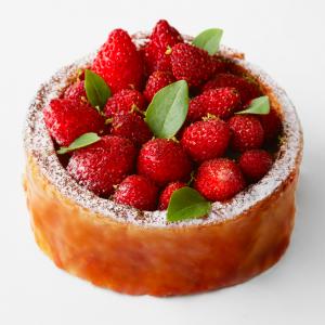 plaza-athenee-angelo-musa-patisseries-millefeuille-fraise-des-bois 2