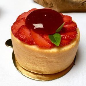 plaza-athenee-angelo-musa-patisseries-rollcake-fraise