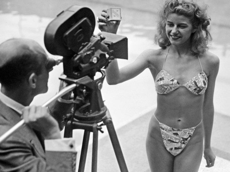 itsi-bitsi-petit-bikini-présentation-du-premier-bikini-créé-par-louis-réard-le-5-juillet-1946