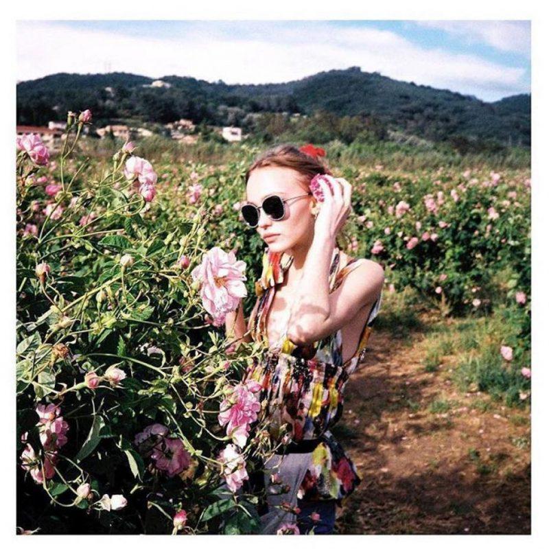 dans-les-champs-de-chanel-grasse-lily-rose-depp 3