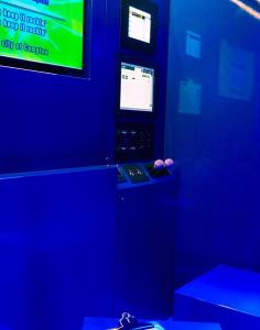 avec-le-bam-le-karaoke-cest-branche-enseigne-salle-bleue
