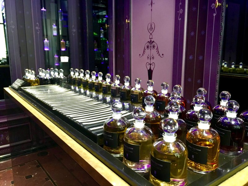 boutique-serge-lutens-palais-royal 5