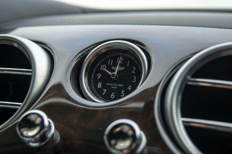 belle-aventure-breitling-bentley-Continental-GT-horloge-bord