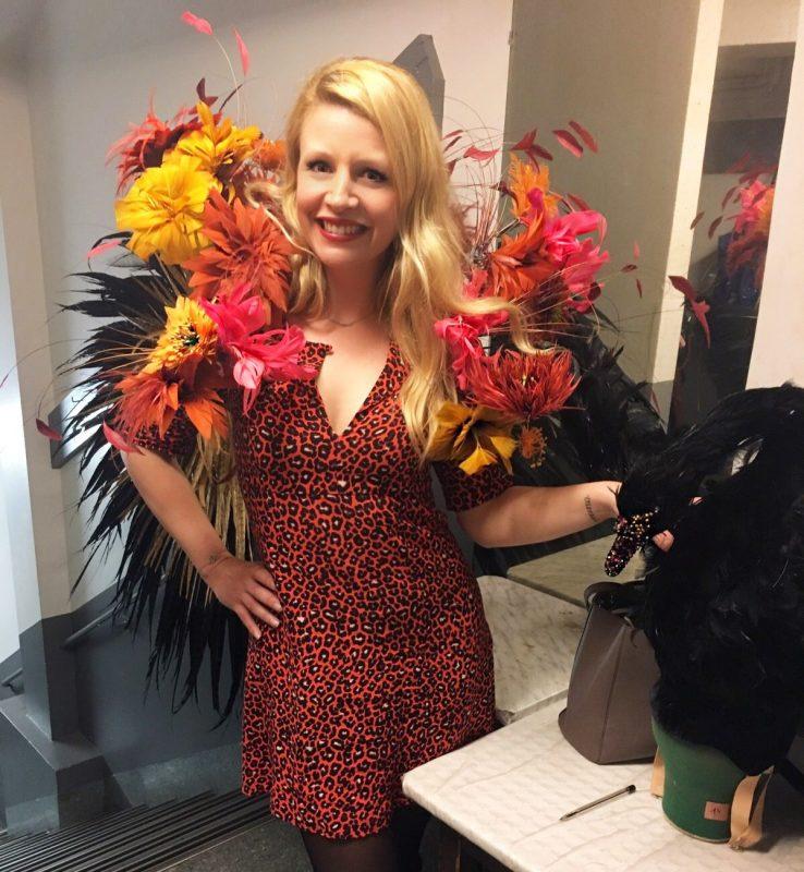 paris-merveilles-nouvelle-revue-lido-costume-plumes