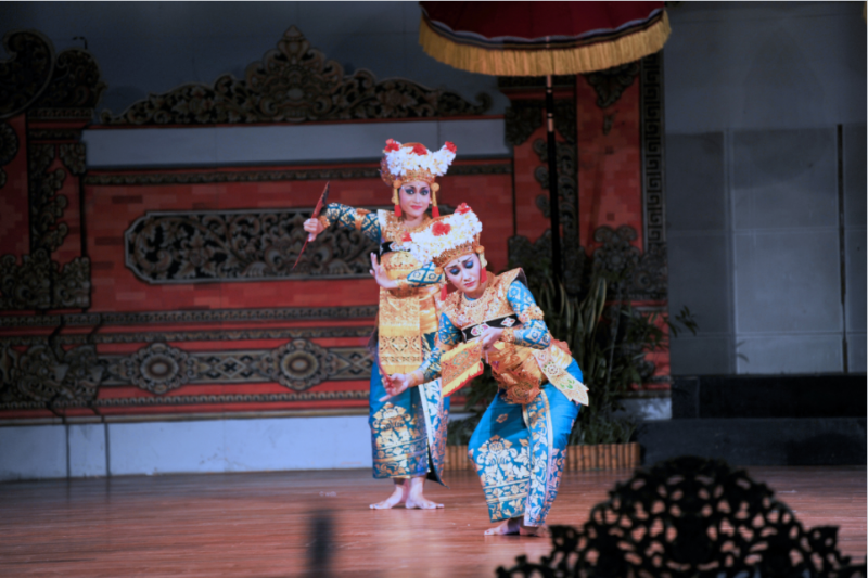 saveurs-et-reflets-indonesie-lhonneur-Danses-Balinaises