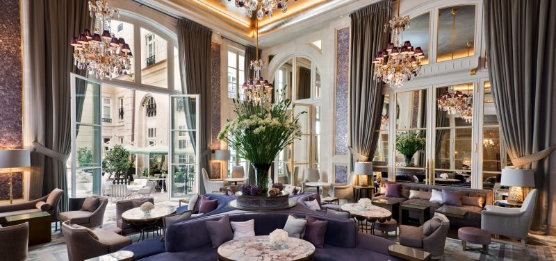 hotel-crillon-accueille-barbiere-paris-jardin-dhiver
