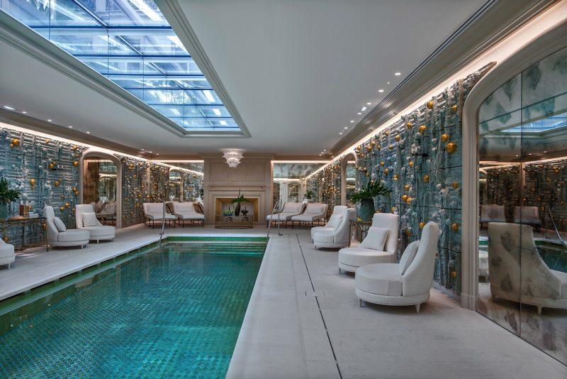 hotel-crillon-accueille-barbiere-paris-piscine