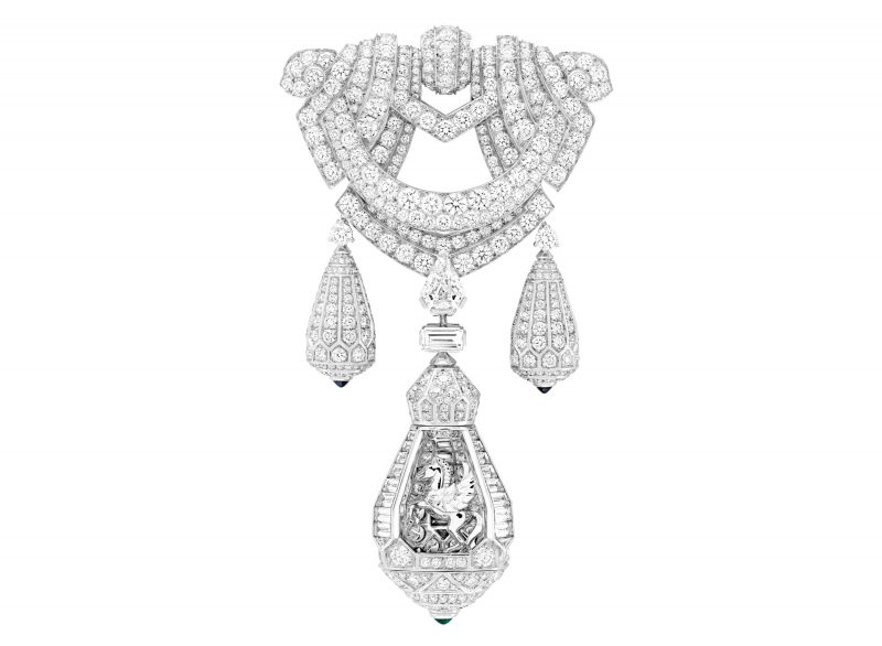 van-cleef-arpels-devoile-lart-du-secret-collier-pegase 3