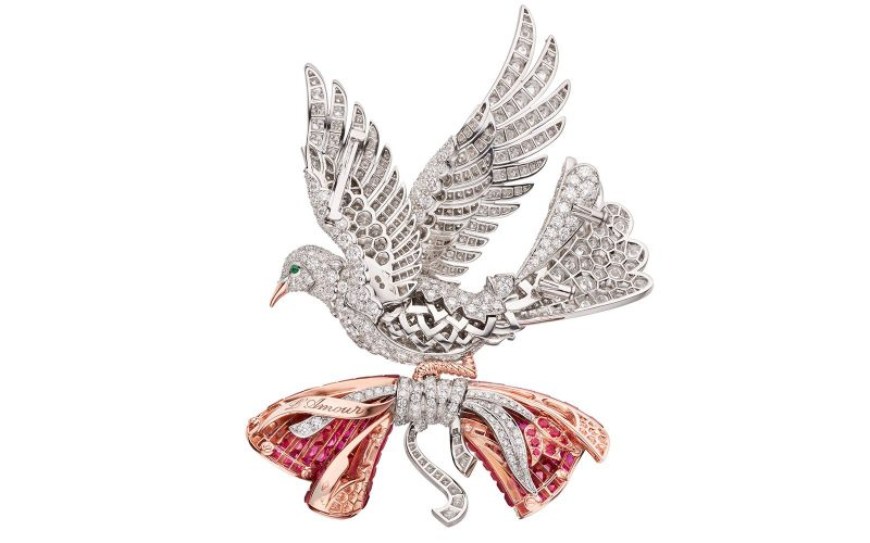 van-cleef-arpels-devoile-lart-du-secret-colombe-mysterieuse 2