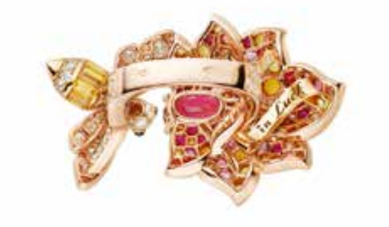 van-cleef-arpels-devoile-lart-du-secret-bague-believe-in-luck 2