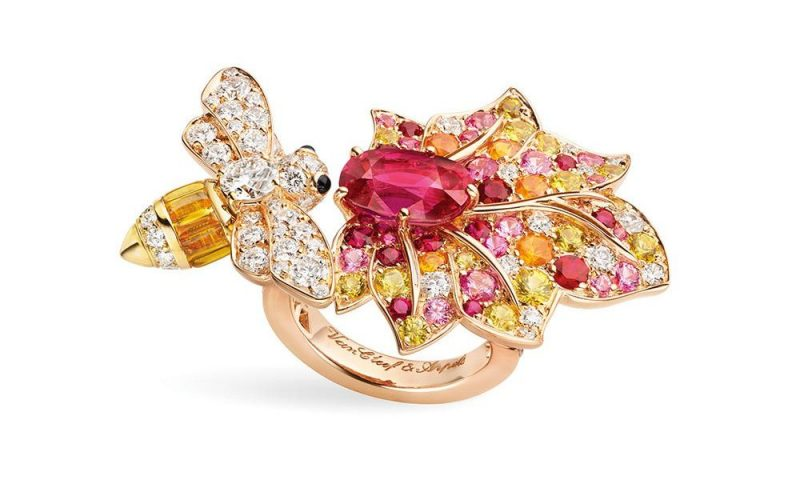 van-cleef-arpels-devoile-lart-du-secret-bague-believe-in-luck