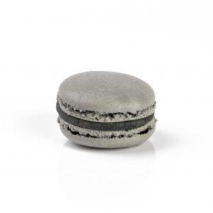 le-jardin-sucre-patisserie-paris-Macaron-Sésame-noir-fleur-de-sel