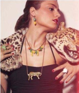 nach-pour-le-plaisir-amoureux-de-nature-collier-leopard-sur-une-branche