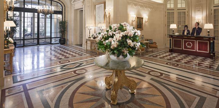 abeille-plein-ciel-shangri-hotel-paris-lobby