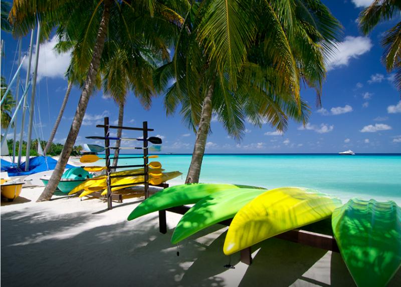 vacances-aux-maldives-ile-privee-mer-canoe
